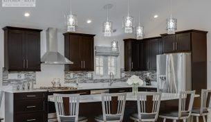 Classy Modern Kitchen With Quartz