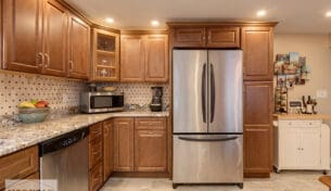 Traditional Maple Kitchen With Granite