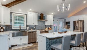 White Shaker Kitchen With Desk - Nashua, NH
